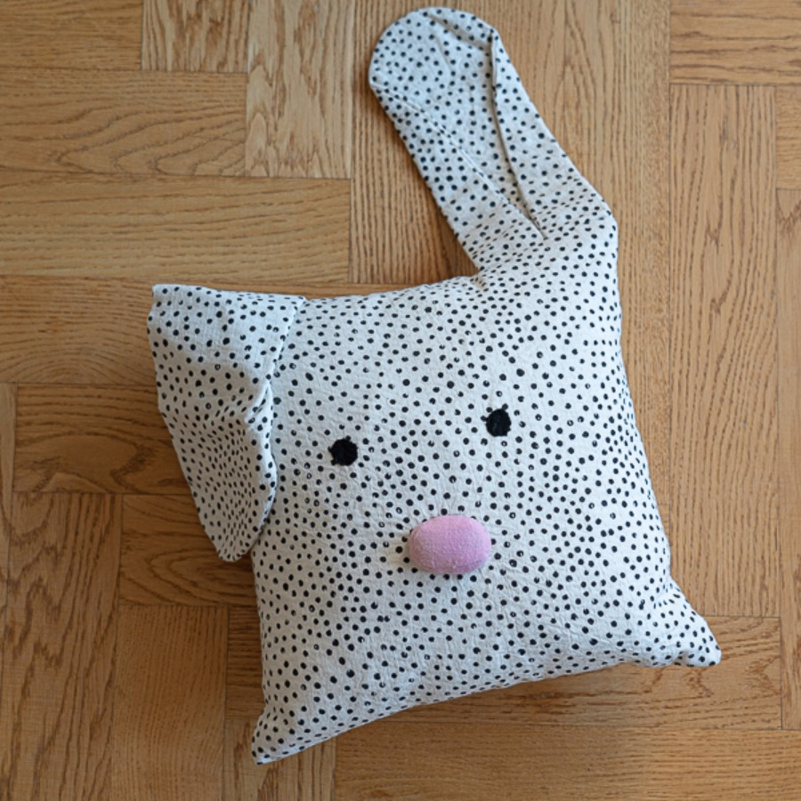 RABBIT CUSHION 32 x 32 cm